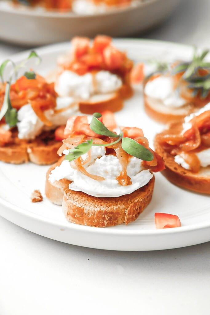 close up shot of tomato and onion bruschetta